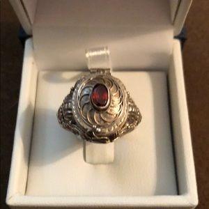 Beautiful Vintage Poison ring